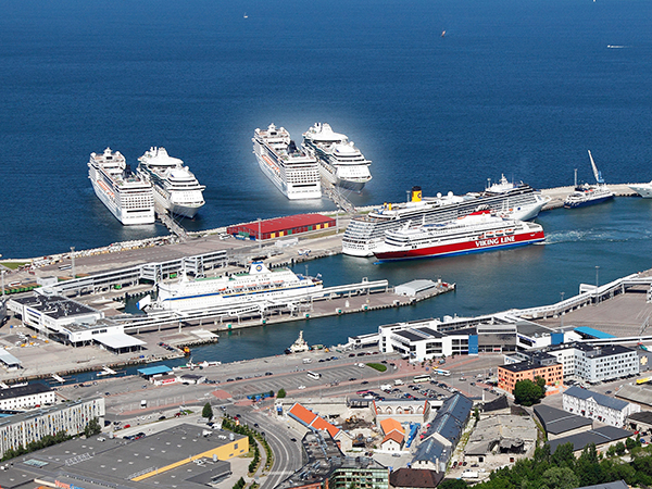 Порт Таллина.