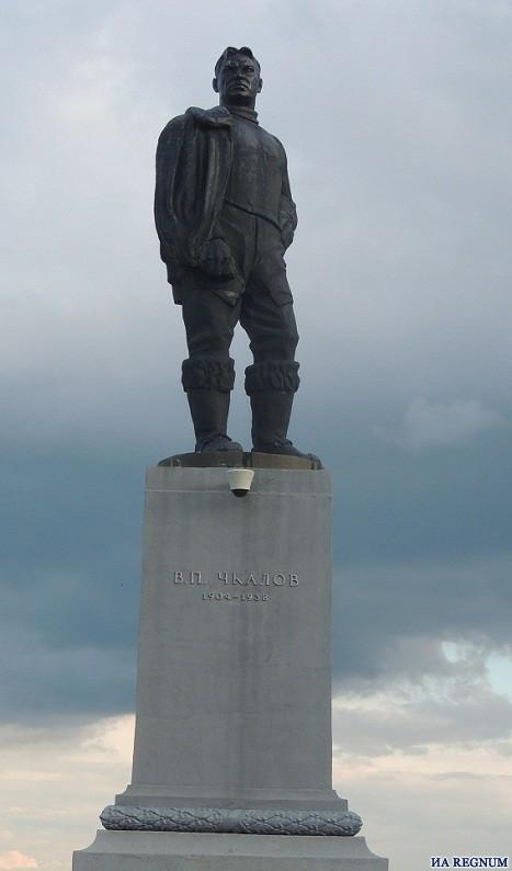 памятник В.Чкалову
