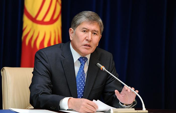 Президент Атамбаев: Живя в Киргизии, нужно считать отечеством Киргизию