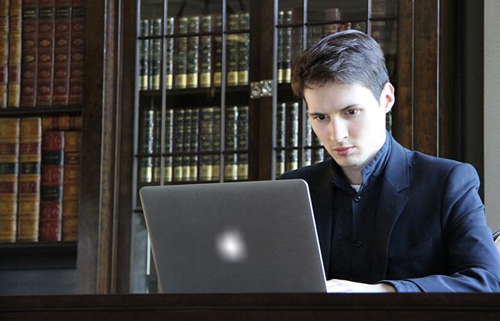 Бизнесмен Павел Дуров.
