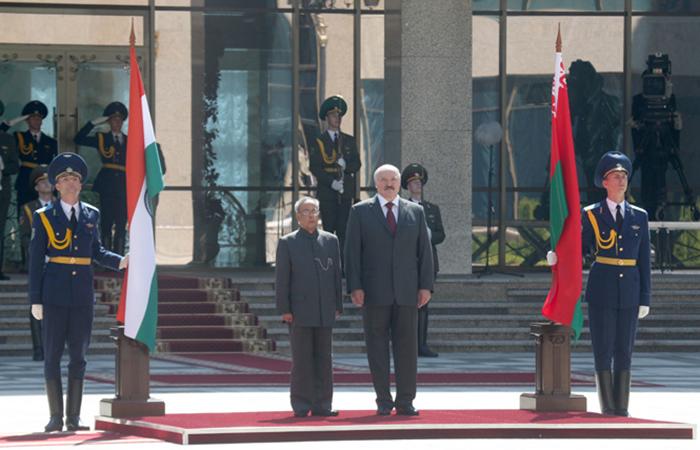 Лукашенко: Индия спасает от изоляции Белоруссию