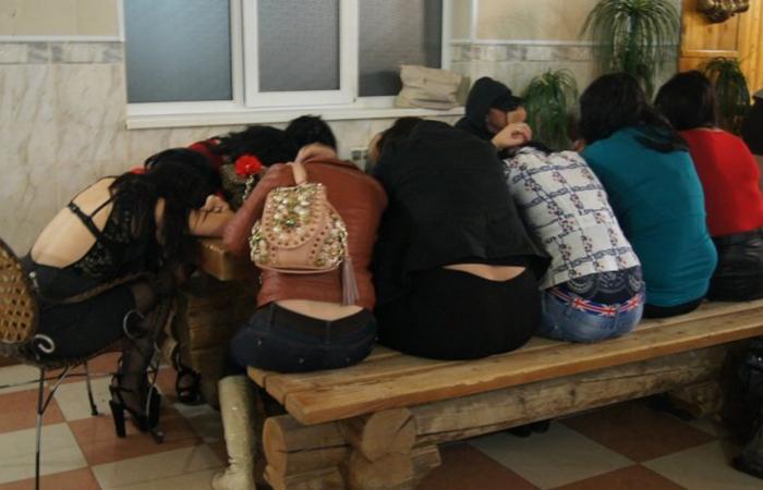 В парламенте Киргизии обсудили меры по борьбе с торговлей людьми