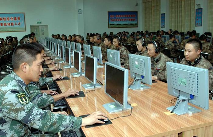 США обвинили в атаке на базы госслужащих хакеров из Китая