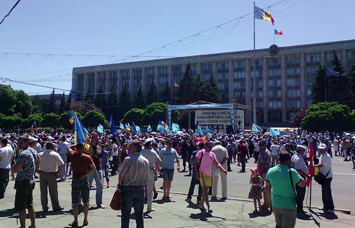 «Рука Москвы»: в Молдавии едва не передрались два «проевропейских» митинга
