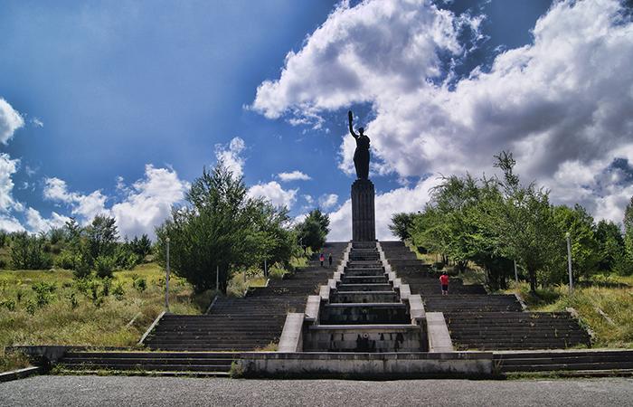 Мемориал Мать-Армения, Гюмри.
