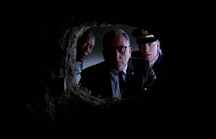 Кадр из фильма «Побег из Шоушенка» (реж. Ф. Дарабонт, 1994)