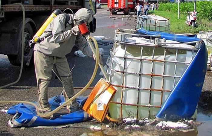 На улицы Киото из-за ДТП вылилось 10 тонн соляной кислоты
