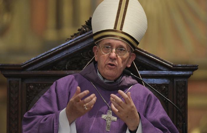 Папа Римский призвал не становиться рабами своих гаджетов и TV
