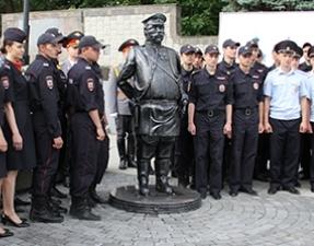 В Саратове открыт памятник Городовому  (фото 64.mvd.ru)