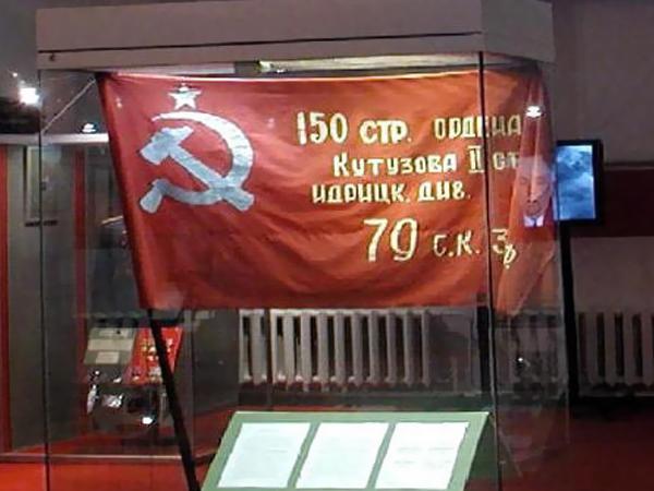Украинские военные части сдадут флаги времен СССР в музеи