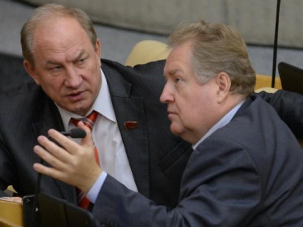 Депутаты Государственной думы РФ от КПРФ Валерий Рашкин и Сергей Обухов.