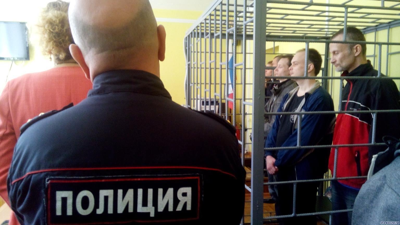 Подсудимые Саввин, Фонарёв и Фельдман слушают приговор. Фото: regnum.ru.