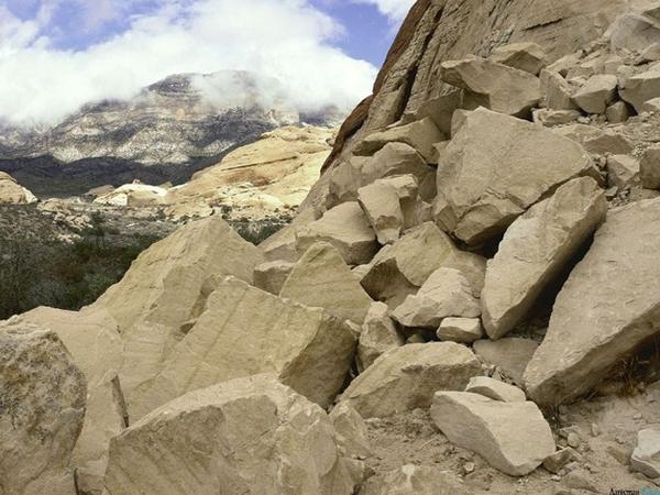 В Дагестане камнепад перекрыл дорогу к 50 селам