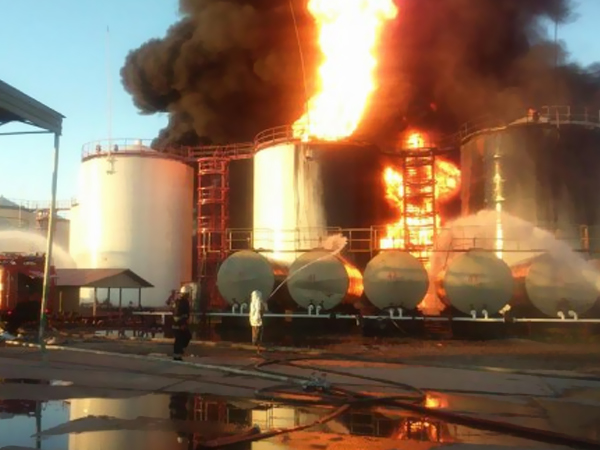 На горящей нефтебазе под Киевом произошел гигантский взрыв