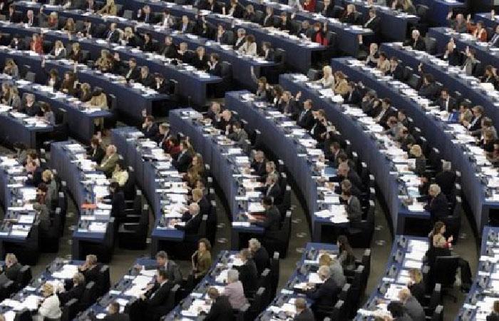 Европарламент одобрил резолюцию о продлении санкций против РФ