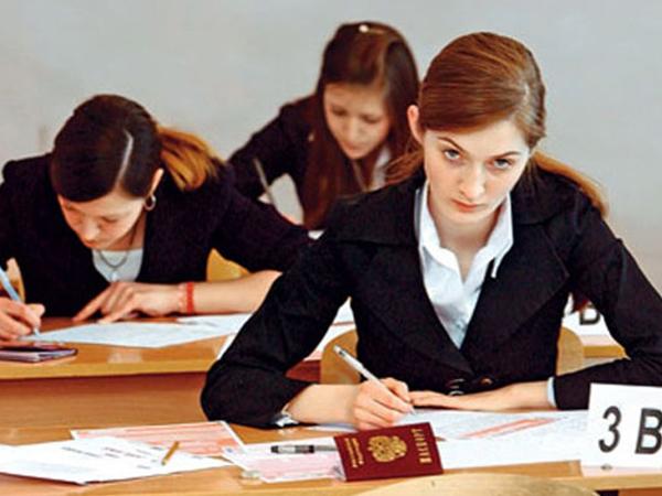Российские школьники сдают ЕГЭ по обществознанию и химии