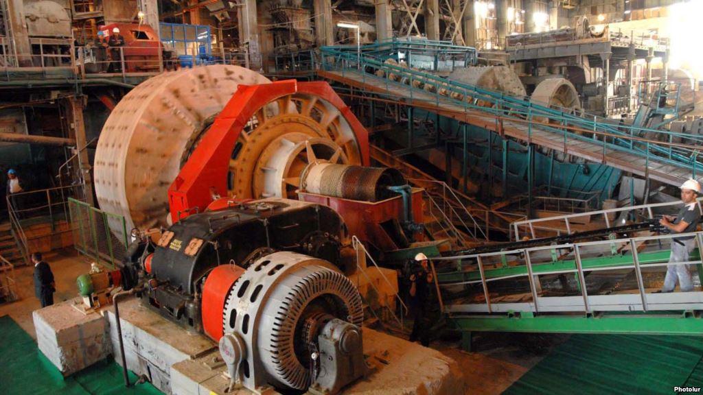 В Армении завстоловой золотодобывающей компании похитил до 1,5 кг золота
