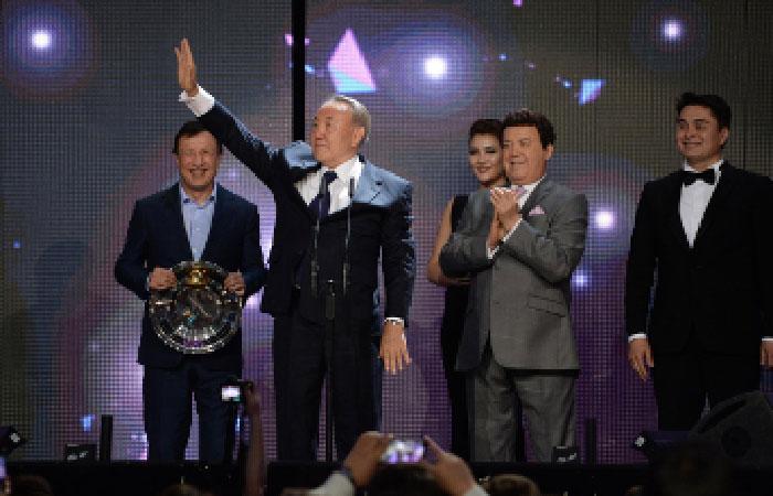 Президент Казахстана Нурсултан Назарбаев стал обладателем специальной премии телеканала «Муз-ТВ» — «За вклад в жизнь»,