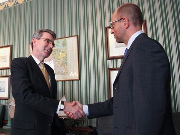 Яценюк и посол США посетят украино-американские военные учения в Галичине
