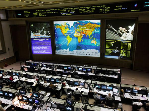 МКС уклонилась от столкновения с космическим мусором