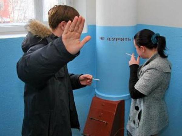 В Якутии борются с курением с помощью знаков и табличек