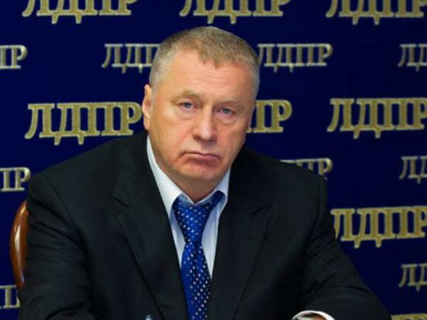Из-за коронавируса Жириновский советует держаться подальше от верблюдов
