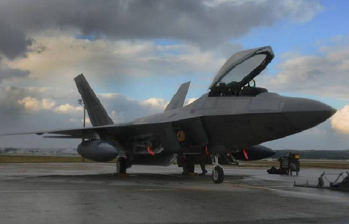 США хотят разместить в Восточной Европе истребители F-22 Rapto