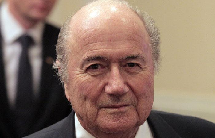 Африка и Азия просят Блаттера остаться на посту президента ФИФА