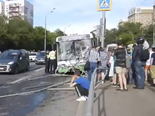 Протаранивший остановку в Москве автобус был исправен