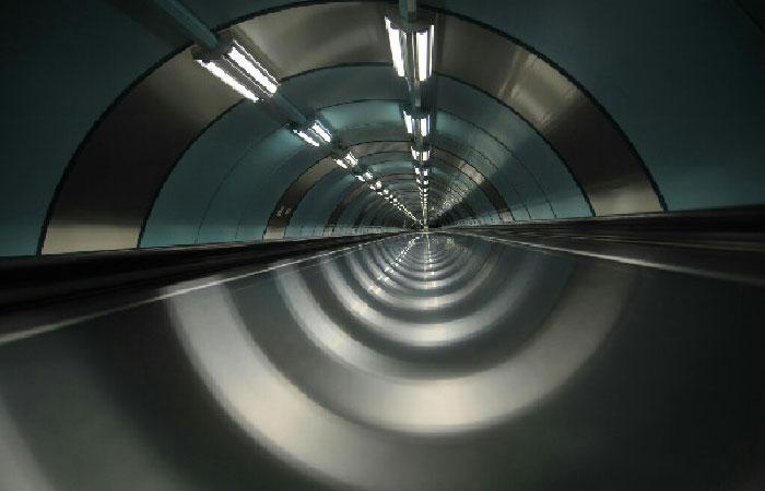 Горизонтальный эскалатор (траволатор) Станция метро Спортивная.