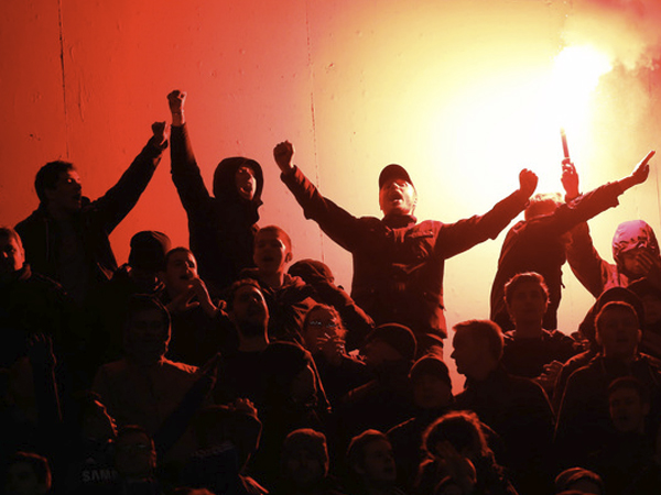 В Москве футбольные фанаты подрались в метро из-за селфи
