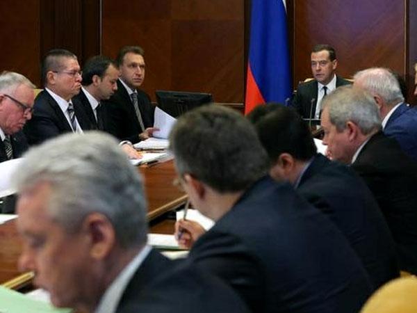 Медведев поручил разобраться в причинах роста смертности населения на 3,7%