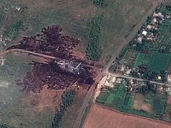 """Место крушения малайзийского """"Boeing-777"""". рядом с селом"""