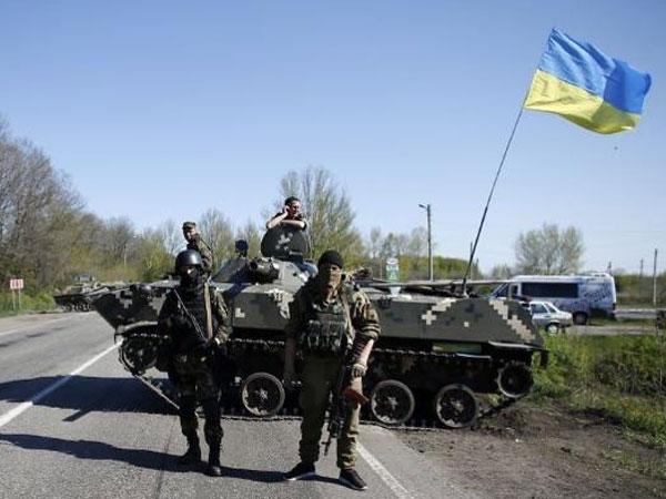 Киевские силовики перекрыли дороги из Донецка в Запорожье и Мариуполь