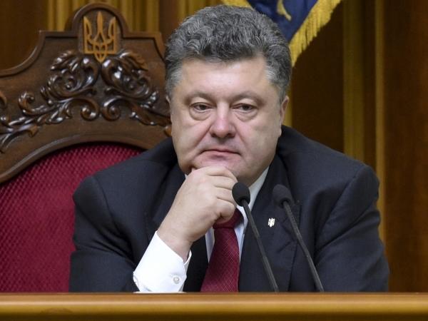 Порошенко обещает осеннее переформатирование правительства Яценюка