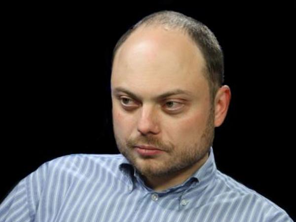 Журналист Владимир Кара-Мурза вышел из комы и узнает родных