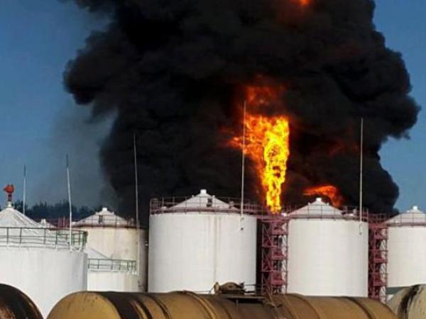 Под Киевом горит нефтебаза