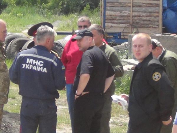 Власти Украины недоумевают, как возле нефтебазы оказалась военная часть