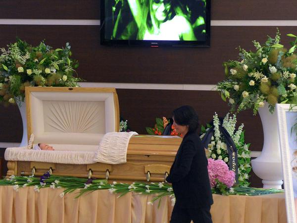 Тысячи людей пришли проститься с Жанной Фриске