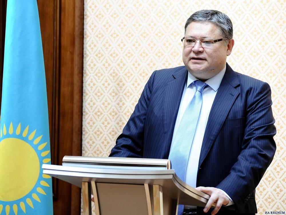 Нурсултана Назарбаева наградили почетным знаком Института экономики РАН