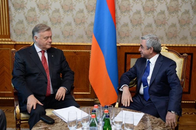 Президент Армении Серж Саргсян и президент РЖД Владимир Якунин. © Пресс-служба президента Армении.