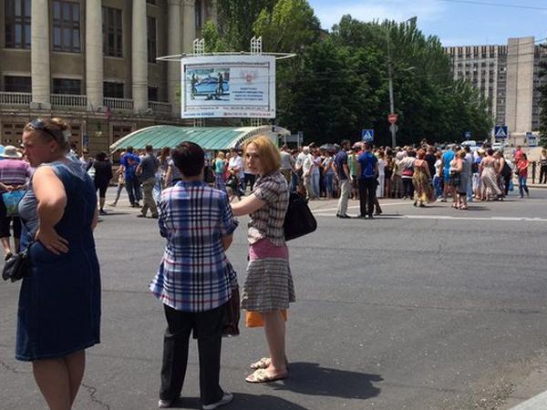 Митинг в Донецке: жители требуют защитить их от обстрелов ВСУ