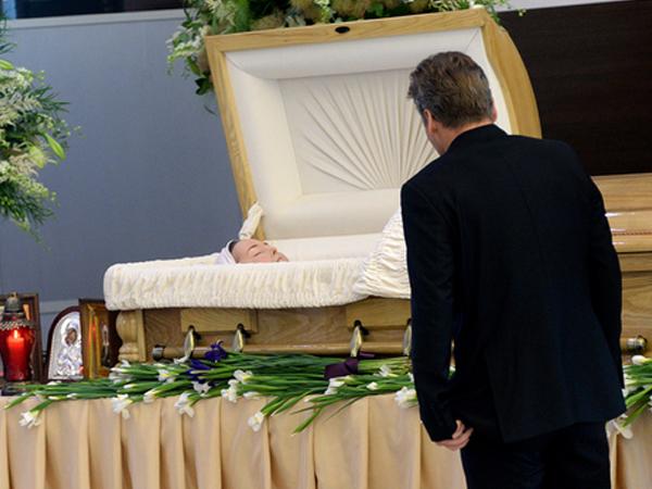 Очередь из желающих проститься с Жанной Фриске растянулась на сотни метров