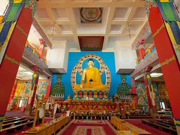 В  Калмыкии отметили День рождения Будды Шакьямуни