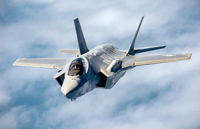 Малозаметный истребитель-бомбардировщик пятого поколения F-35.