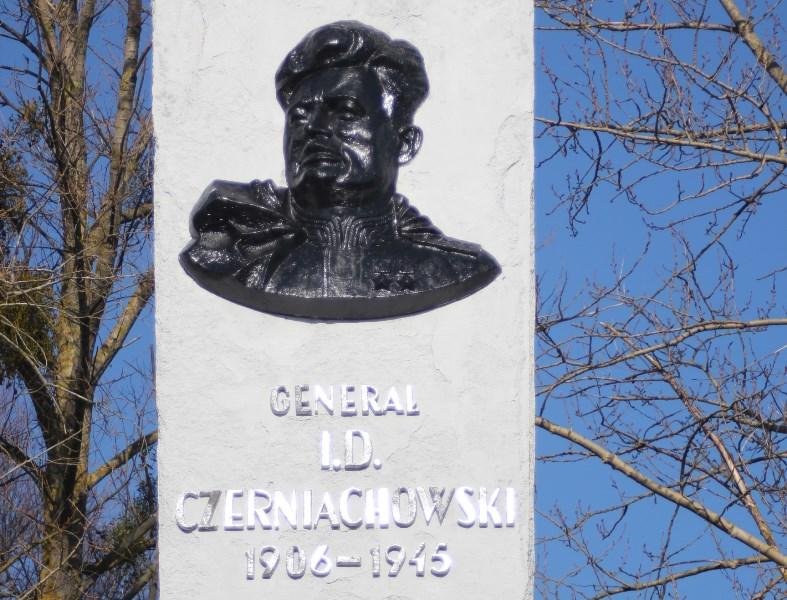 Мнение: Ставка Варшавы больше, чем память о генерале Черняховском