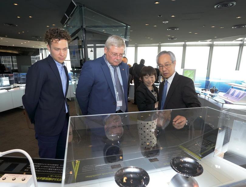 Сергей Жвачкин сделал инвестпредложение японской стекольной корпорации