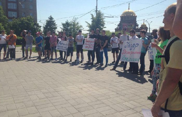 Пикет «Недостойных кандидатов» прошел в Новосибирске 7 июня.