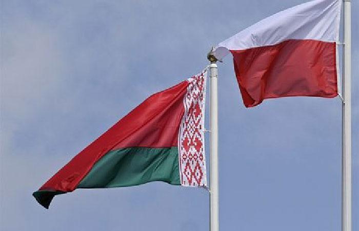 Флаги Польши и Белоруссии.