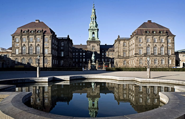 На парламентских выборах в Дании лидирует оппозиция